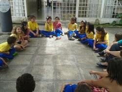 Dinâmica auxilia crianças na autoestima.