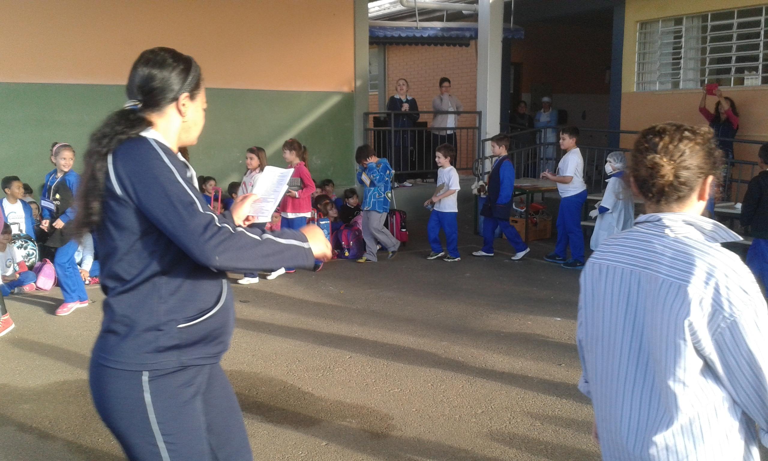 Dançando para os colegas