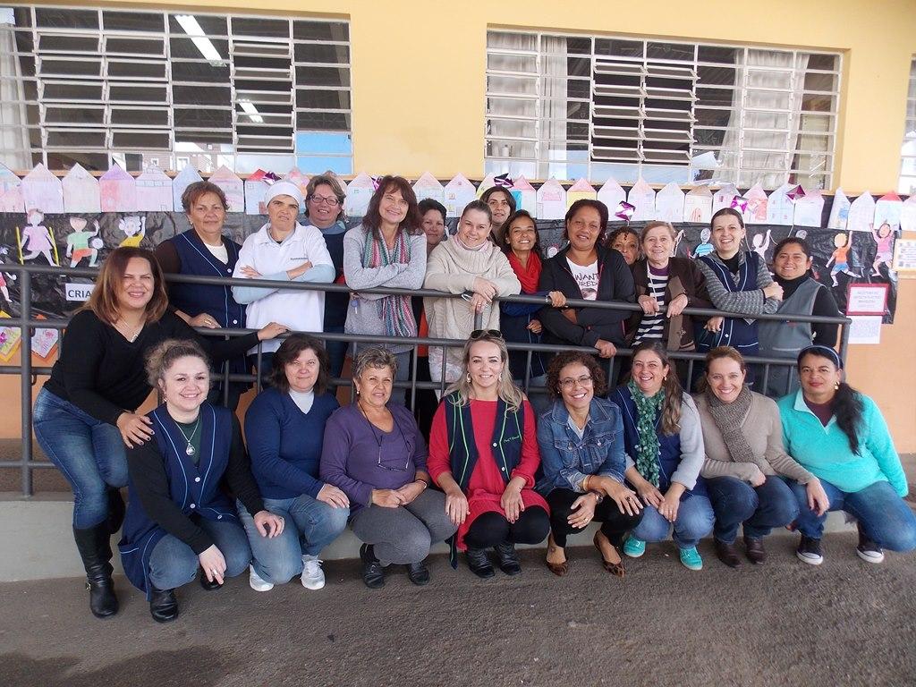 Linda participação das professoras e funcionárias da escola da manhã