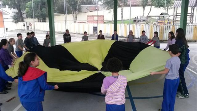 Aula de educação fisica divertida com estagiarios.