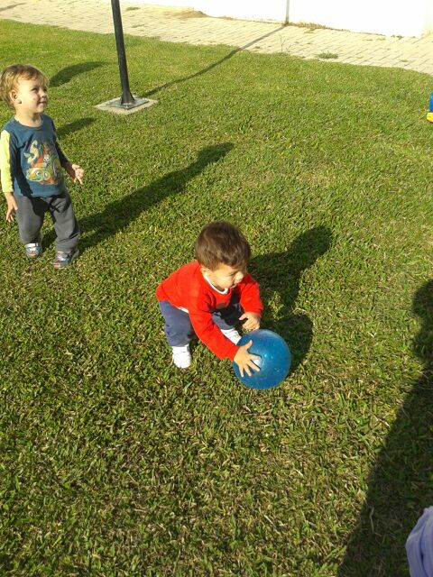 Jogando bola. M I A