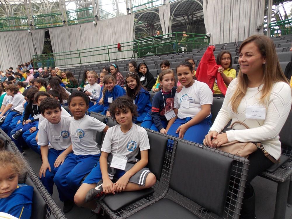 Esperando a apresentação na Ópera de Arame
