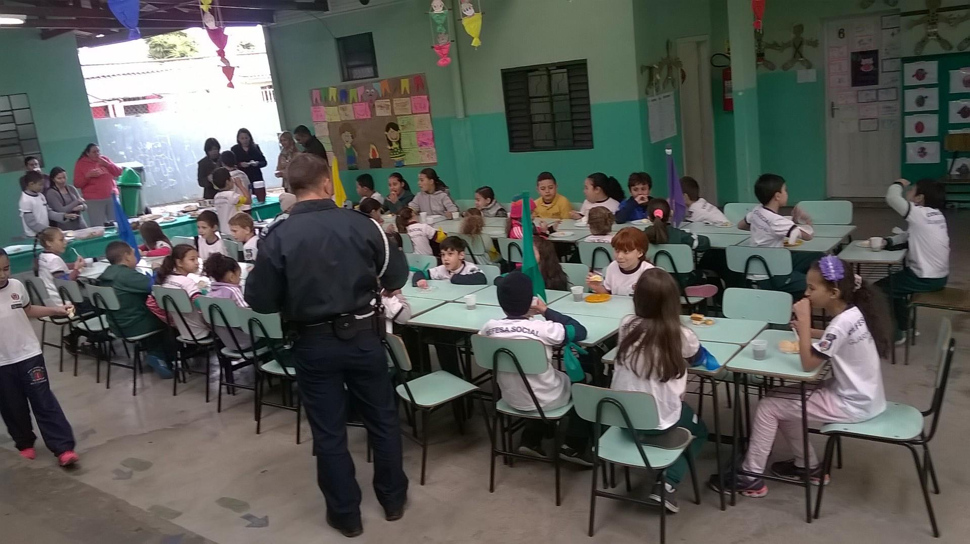 Programa da Guarda Municipal com os Guardas Mirins no EMED - Tema do dia: Inclusão Social. 20 de junho, foi um dia especial e muito divertido!