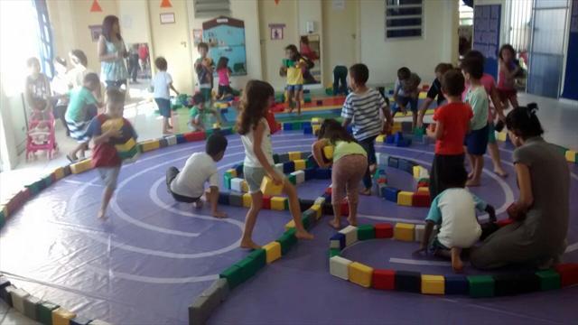 O brincar oportunizando o desafio, a criação e a diversão