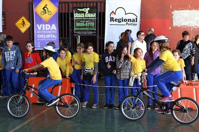 Projeto Bicicleta no Seu Bairro promove atividades na Fazendinha