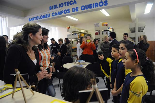 Inauguração da Biblioteca Escolar Bartolomeu Campos de Queirós na Escola Municipal Professor Brandão