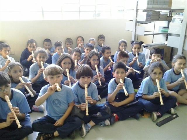 Aula de flauta doce na Oficina de Práticas Artísti