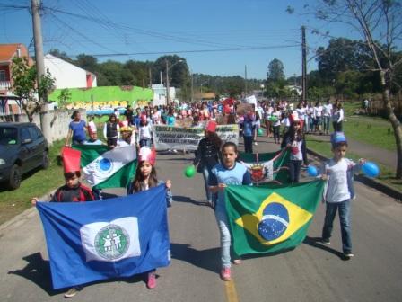 Amostra de Trabalhos e Desfile Cívico