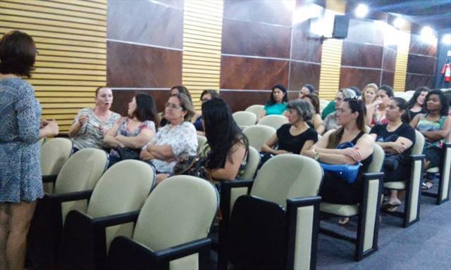Filme: Território do Brincar Local: Auditório 2, bloco amarelo, Universidade Positivo. Horário: 8h30 Após o filme realizaremos debate.