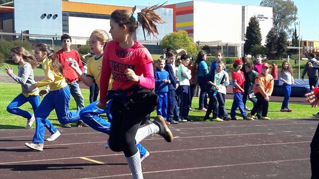 Alunos participam dos Jogos Esportivos de 2016.