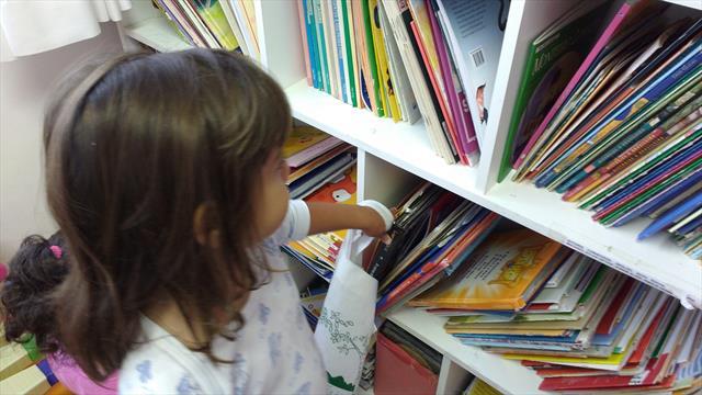 Quinta-feira é dia de empréstimos de livros na biblioteca do CMEI