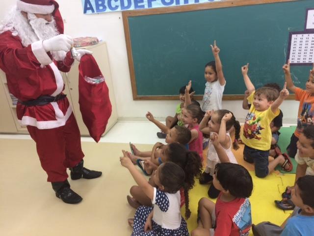 E o Papai Noel veio ao CMEI Moradias Iguaçu
