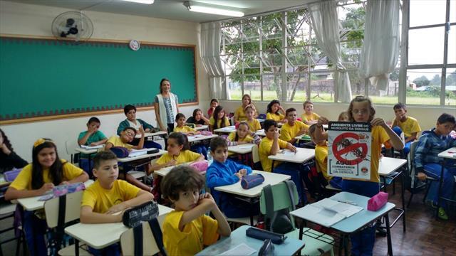 Escola e UEI trabalhando contra o mosquito.