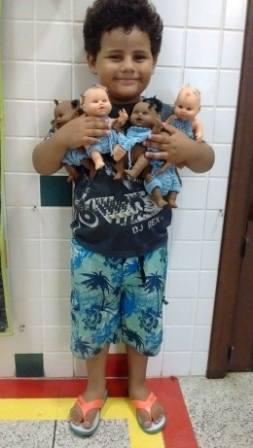 Pré II vestiu as bonecas