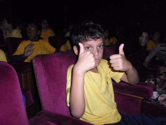 Alunos no teatro Guaíra