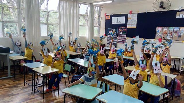 Escola promove caça ao coelho.