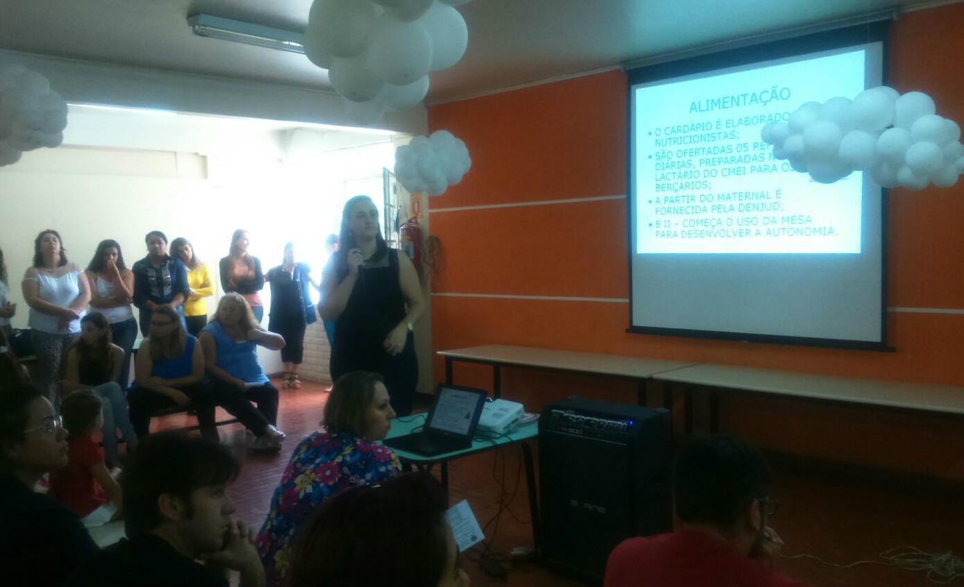 Primeira reunião com pais e professores.