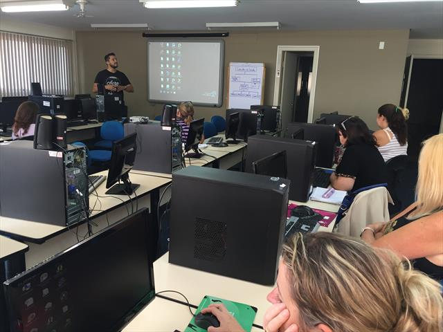 Profissionais da educação participam de formação de informática básica