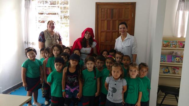 Chapeuzinho Vermelho visitou os alunos do Sandino.