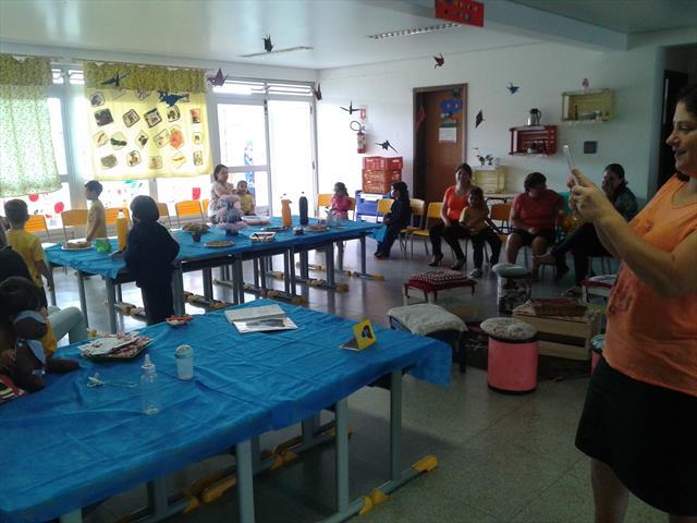Pais e alunos participam de atividade relacionada