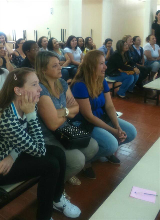 Debatendo sobre as novas diretrizes curriculares / Curitiba de muitos povos.