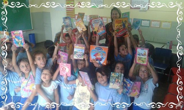 Professora promove troca de livros para incentivar a leitura
