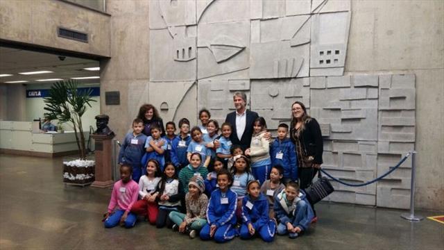 Alunos do 4º ano visitam exposição e conversam com o bisneto da Princesa Isabel