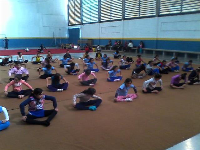 Visita ao Núcleo de Esporte e Lazer Cidade Jardim, em São José dos Pinhais, visa despertar o interesse das alunas de escola pública para a modalidade olímpica