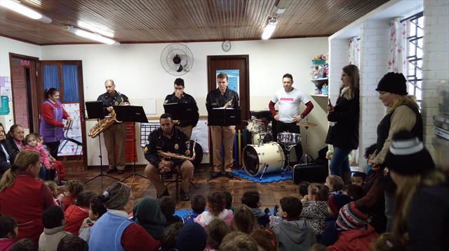 Apresentação musical encanta crianças do CMEI Rio Negro