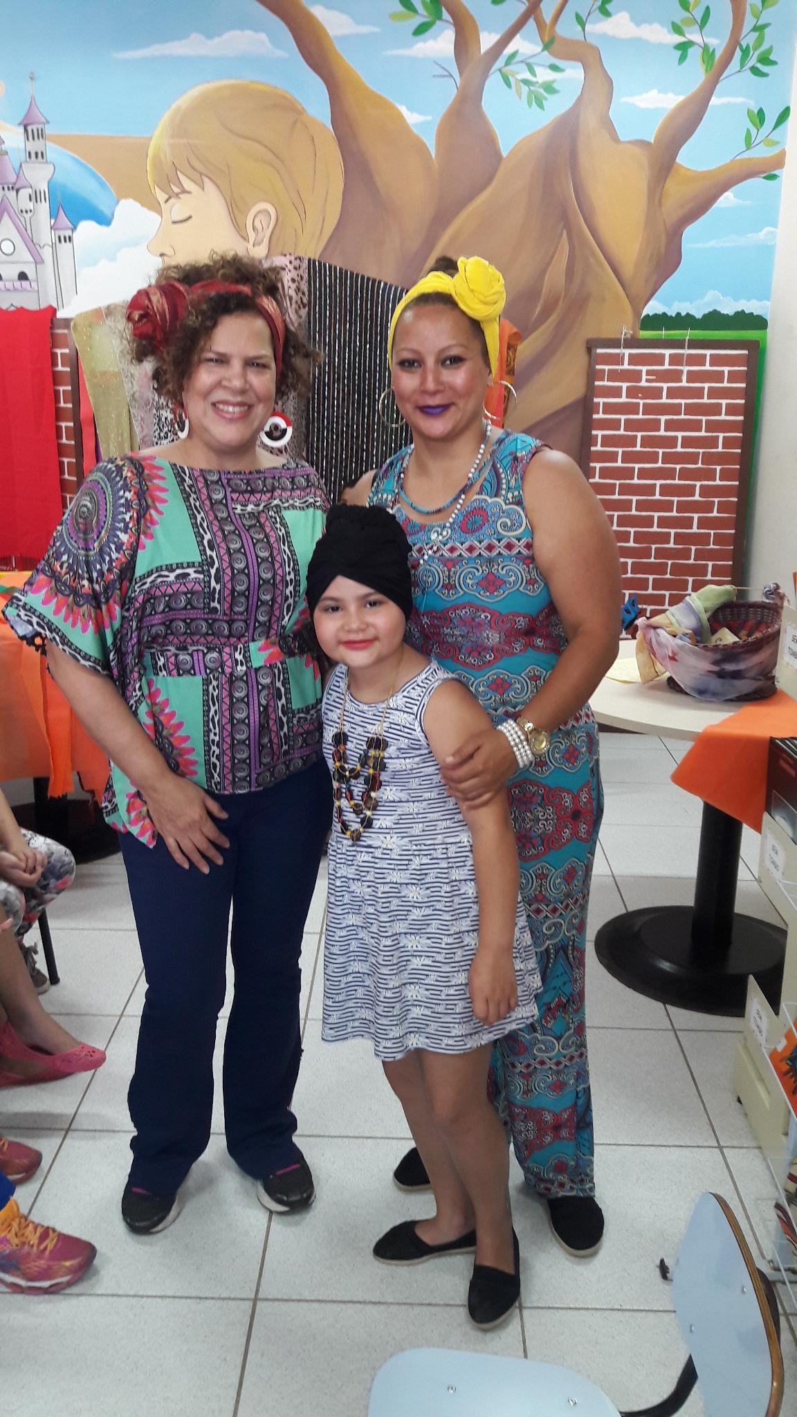 Aluna Andreia feliz com a participação da mãe