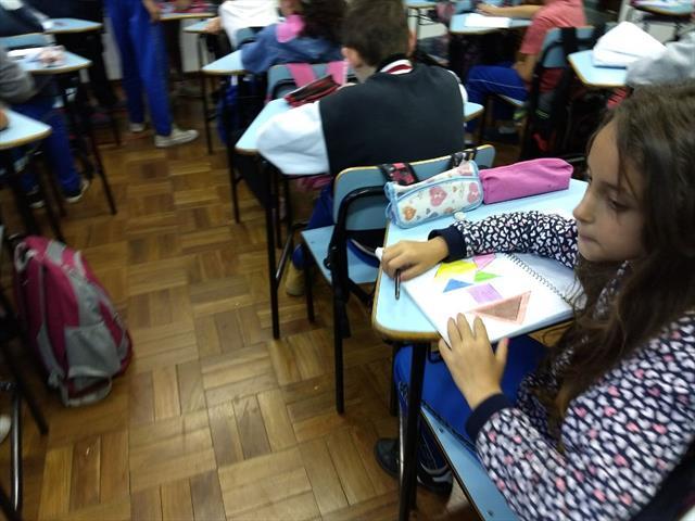 DIA DE TANGRAM , DESENVOLVENDO CONCEITOS.. DRS-PROFºLUCIANA SENRA