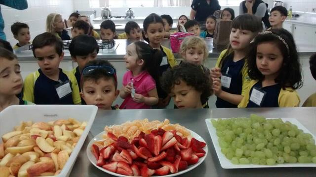 Mercado Municipal E.M.Professor Brandão - Pré ganha frutas dos permissionários