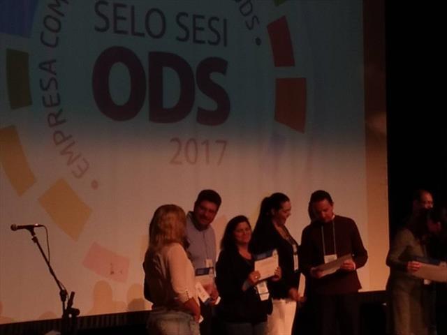 Premio ODS Ação Social - Equipe de Robótica Conectados da Escola Municipal Cel. Durival Britto e Silva.