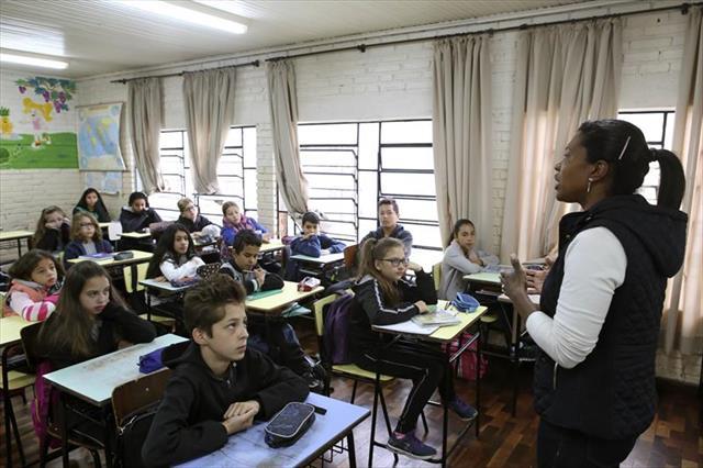 Mediação de professores ajuda a prevenir o bullying em escola