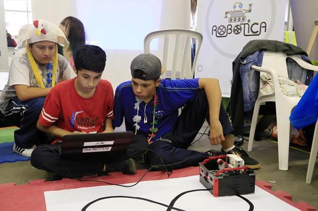 Robôs sensíveis de Lego são destaque no Mutirão da CIC