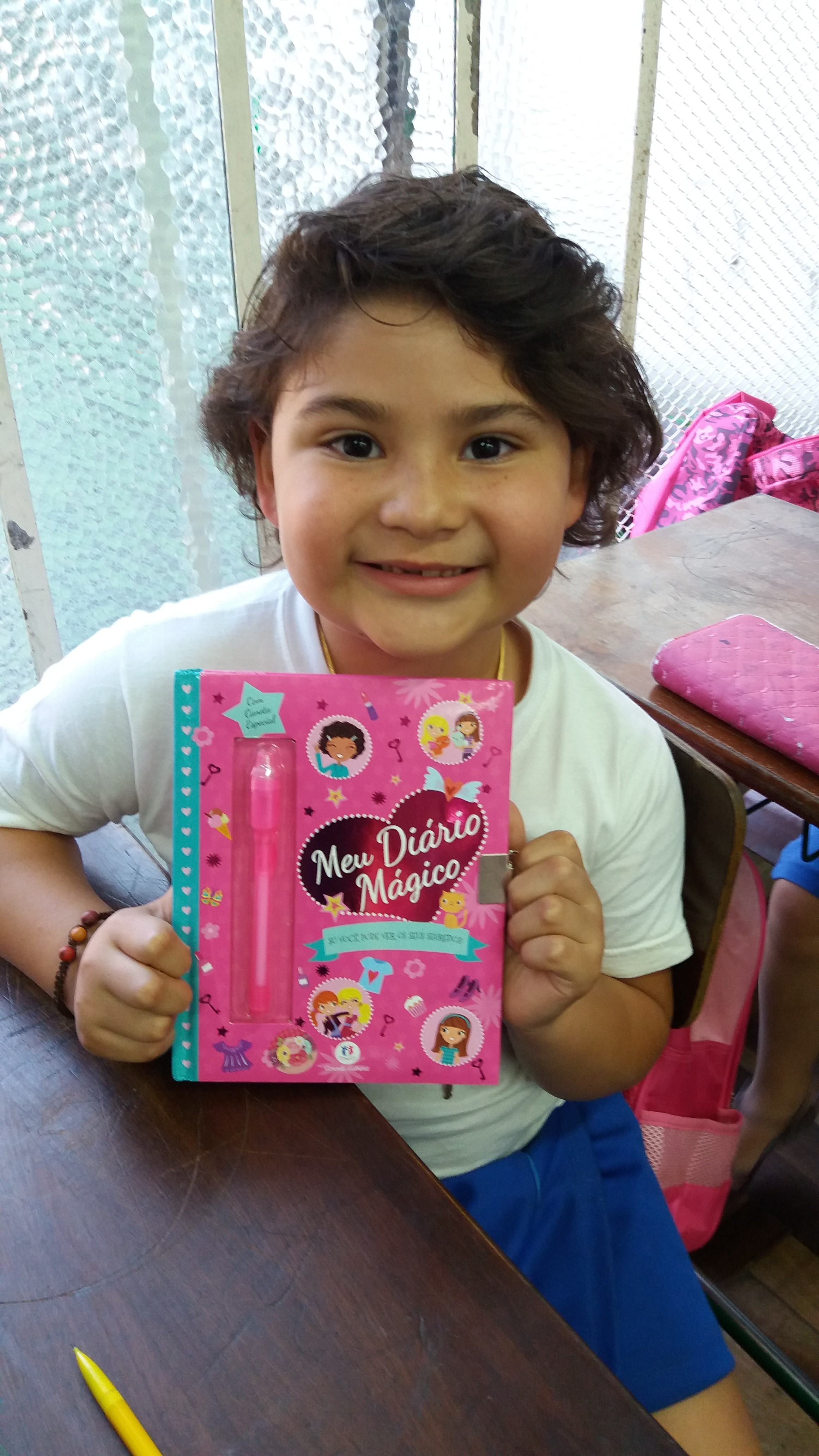 Andrea com seu diário