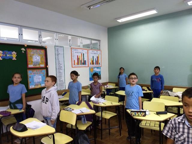 HINO BRASILEIRO EM SALA NA QUARTA-FEIRA-5ºANO A  E 4ºANO C-PROFºLUCIANA  SENRA