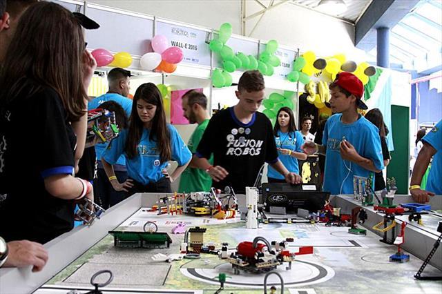 Estudantes de Curitiba participam de Torneio de Robótica em São Luís