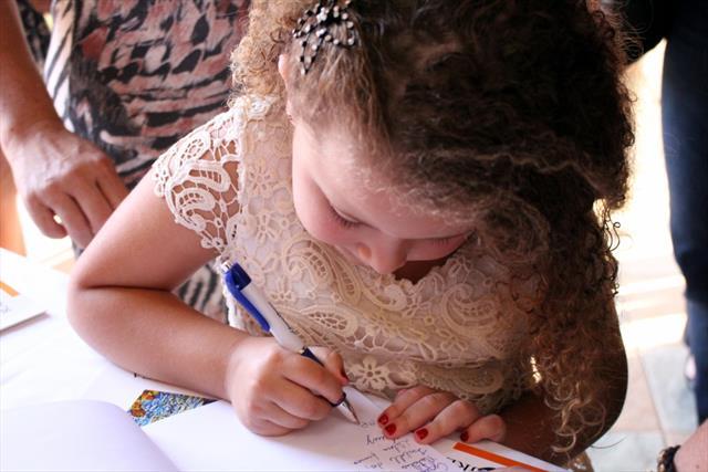 Lançamento de livro e noite de autógrafos de estudantes de Educação Infantil e Ensino Fundamental
