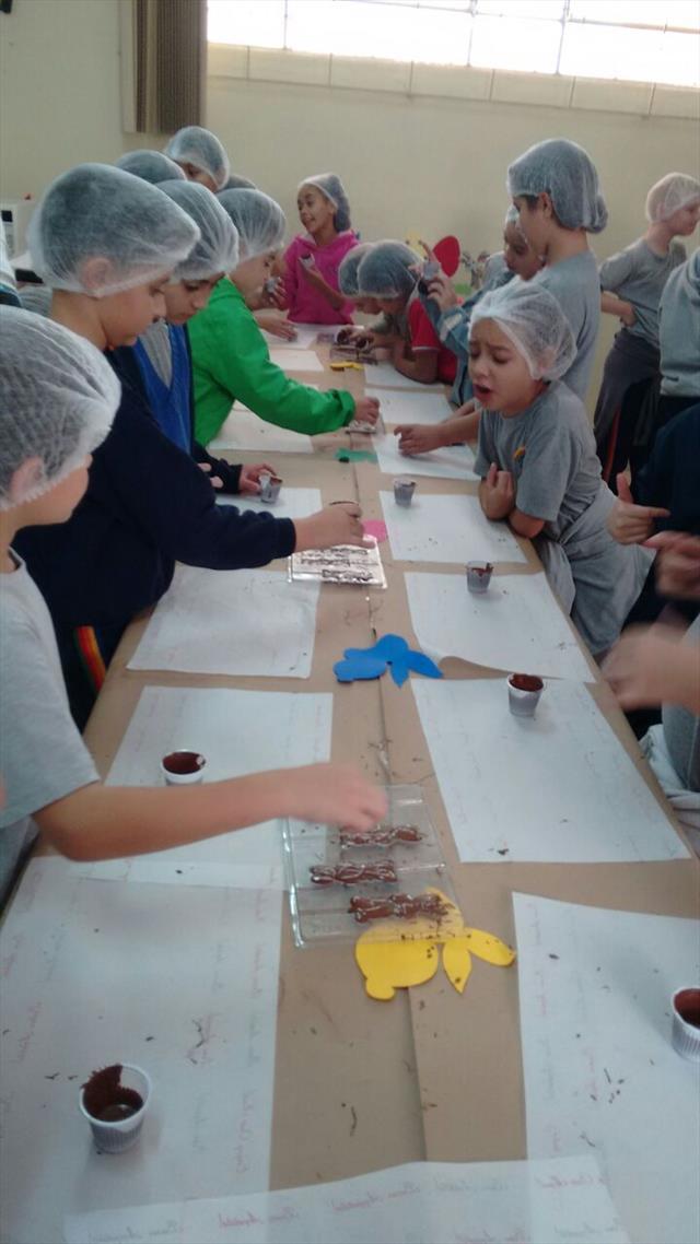 Estudantes Participam de Oficina de Chocolate