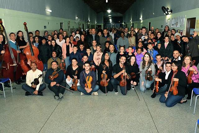 Concerto emociona estudantes da Educação de Jovens e Adultos