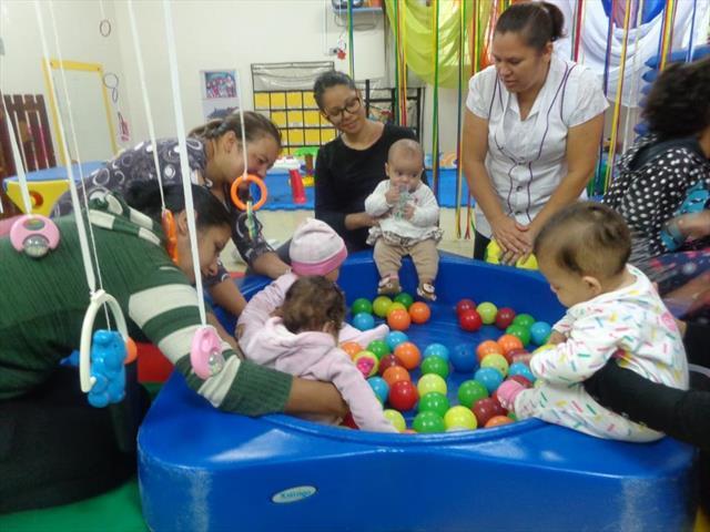 famílias participando da rotina do Berçário.