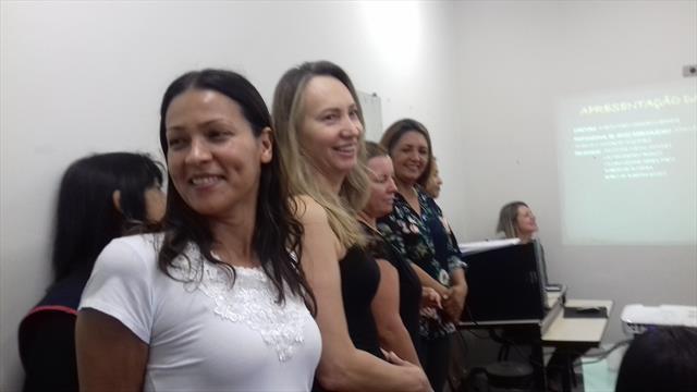 Reunião com os pais para apresentação da nova equipe de profissionais que atuam no CMAEE.