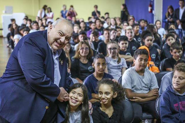 Prefeito Rafael Greca dá boas vindas aos estudantes