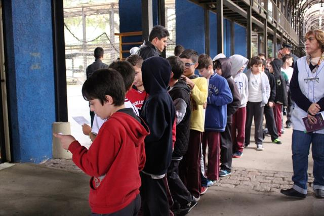 Estudantes visitam exposição de Casas Polonesas