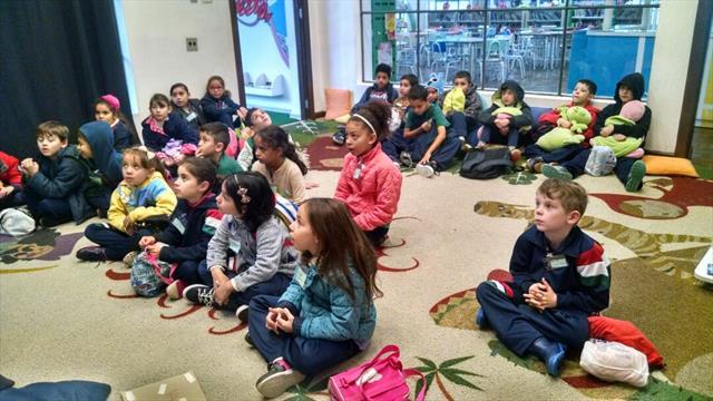 Estudantes do 3º ano A visitam a Biblioteca Pública do PR