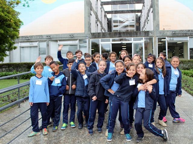 Estudantes do CEI Lina Moreira visitam o gabinete do prefeito