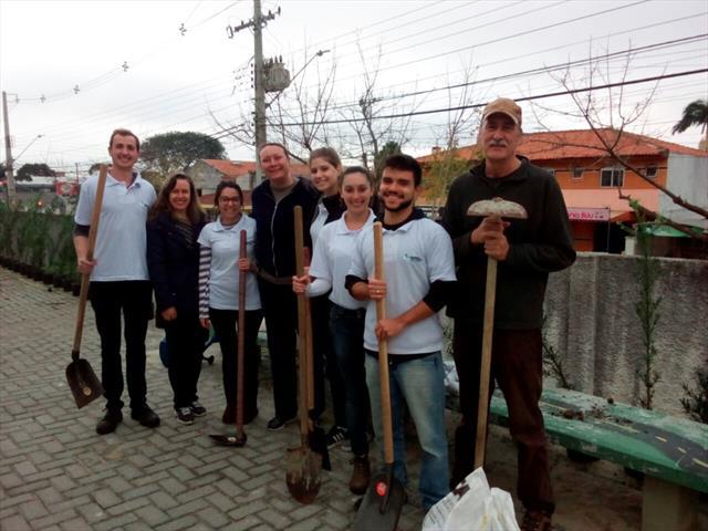 Plantação da Cerca viva pela ONG Engenheiros sem F