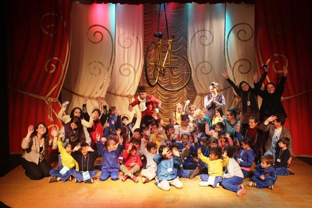 Crianças da Educação infantil vivem momentos de magia e diversão em espetáculo Circence