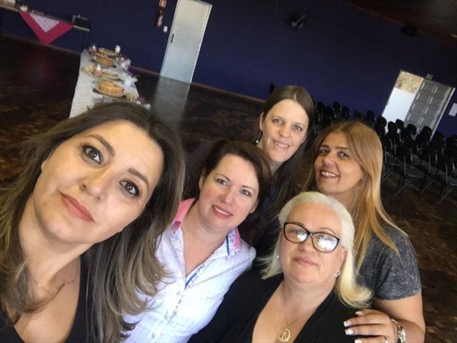 Hoje 26/07, compartilhamos de um delicioso café com as diretoras e vices de escolas e CMEIS para desejar a todas um bom retorno e um excelente 2° semestre. Contamos com a agradável presença da nossa secretária Maria Silvia Bacila.